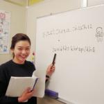 タイ語を教えている講師