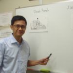 JAYAインドネシア語レッスンの絵カードを使ったレッスン風景